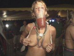 外人の金髪女子大生!酔って淫乱乱交パーティーを盗撮した洋物動画!